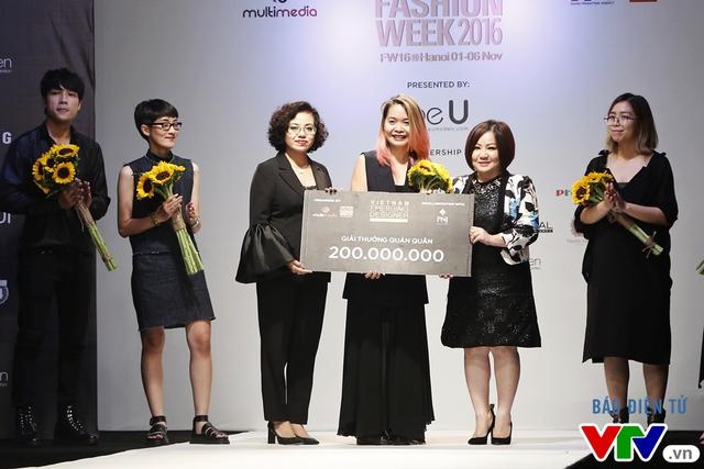 Tuần lễ thời trang quốc tế Việt Nam 2016 - Bữa tiệc sang trọng, đẳng cấp tại Hà Nội - Ảnh 1.