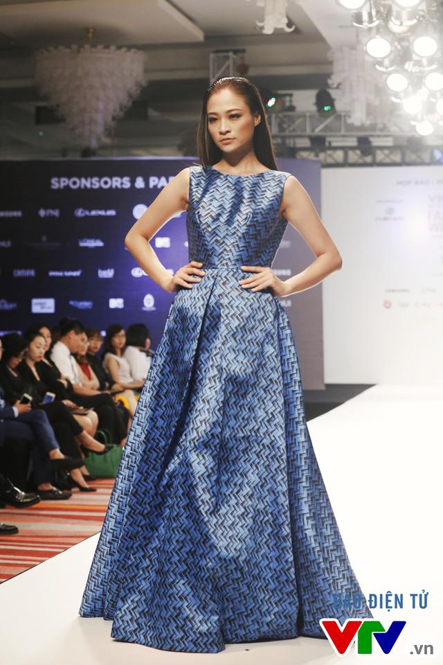 Ngọc Châu mở màn Tuần lễ thời trang quốc tế Việt Nam Thu - Đông 2016 - Ảnh 2.