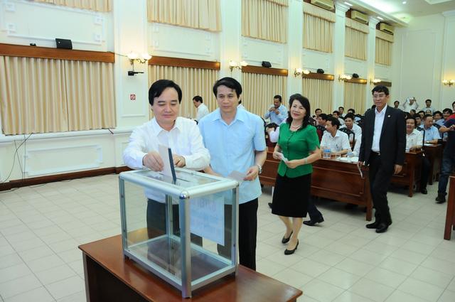 Các trường Đại học ủng hộ đồng bào miền Trung - Ảnh 1.