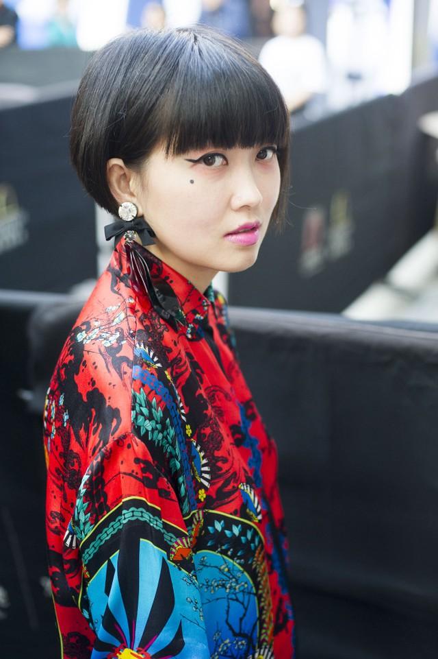 Những tín đồ thời trang Trung Quốc chơi trội bằng phụ kiện độc - Ảnh 14.
