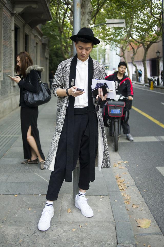 Những tín đồ thời trang Trung Quốc chơi trội bằng phụ kiện độc - Ảnh 17.