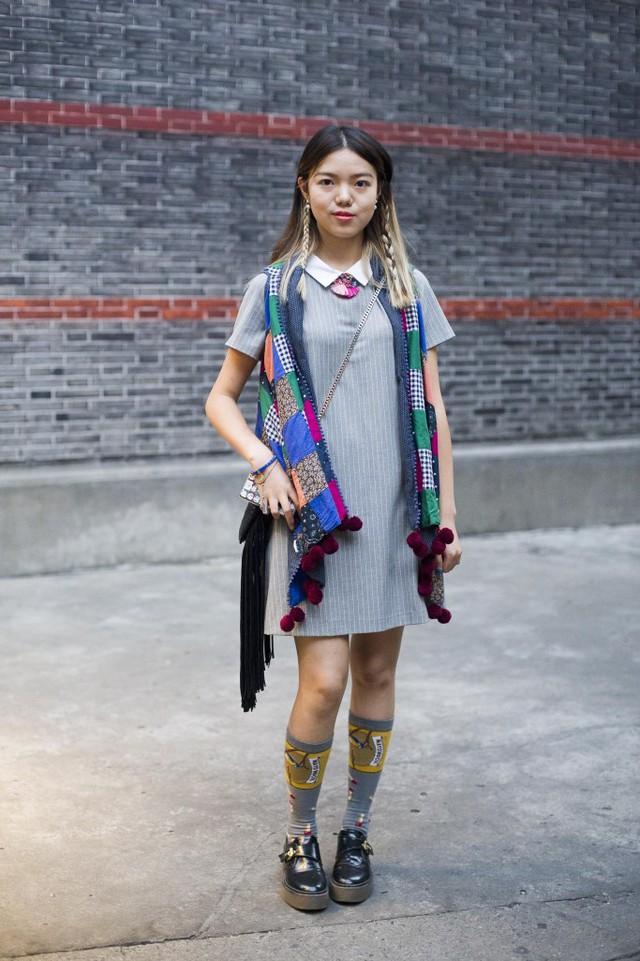 Những tín đồ thời trang Trung Quốc chơi trội bằng phụ kiện độc - Ảnh 16.