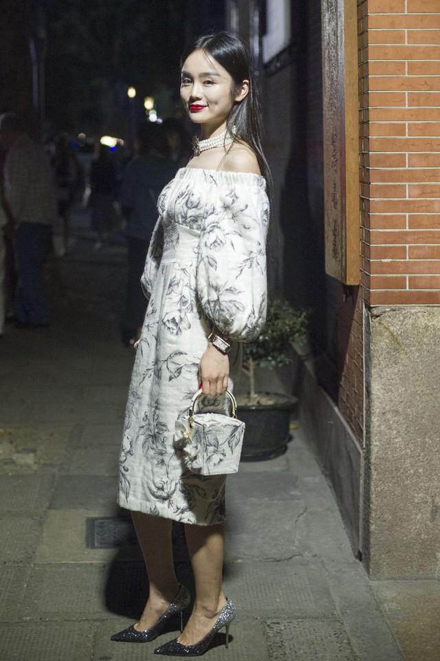 Những tín đồ thời trang Trung Quốc chơi trội bằng phụ kiện độc - Ảnh 4.