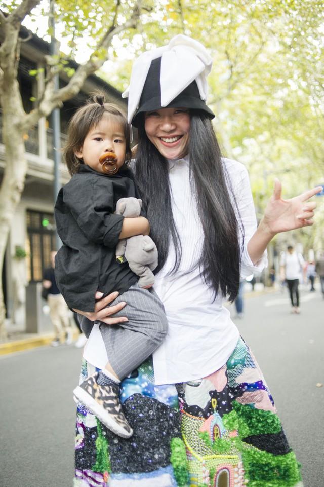Những tín đồ thời trang Trung Quốc chơi trội bằng phụ kiện độc - Ảnh 11.