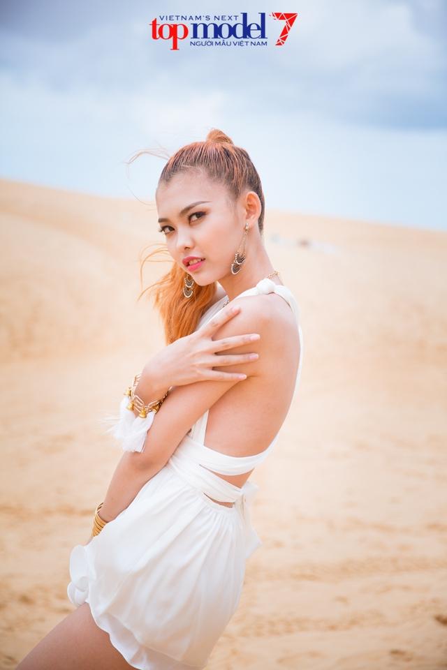 Chân dài Next Top Model 2016 nóng bỏng trên đồi cát Phan Thiết - Ảnh 11.