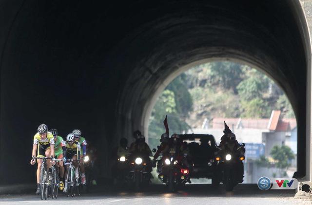 Ảnh: Khoảnh khắc ấn tượng chặng 7 Giải xe đạp quốc tế VTV - Cúp Tôn Hoa Sen 2016 - Ảnh 11.