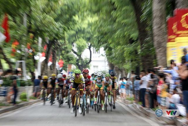 Ảnh: Những khoảnh khắc đẹp chặng 10 Giải xe đạp quốc tế VTV - Cúp Tôn Hoa Sen 2016 - Ảnh 3.