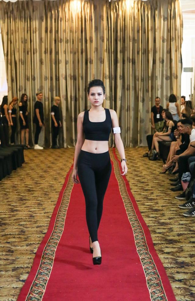 Top 18 VNTM nô nức casting người mẫu Tuần lễ thời trang quốc tế Việt Nam - Ảnh 4.