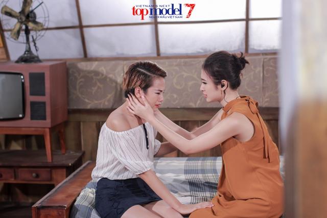Thùy Trâm Next Top Model khóc ngon lành trong vòng tay mẹ Angela Phương Trinh - Ảnh 5.