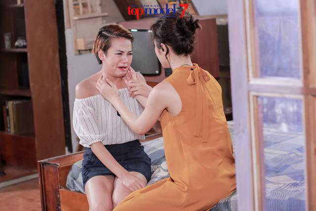 Thùy Trâm Next Top Model khóc ngon lành trong vòng tay mẹ Angela Phương Trinh - Ảnh 8.