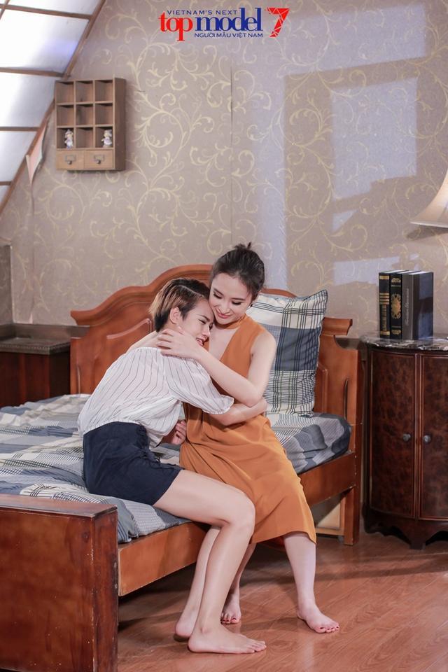 Thùy Trâm Next Top Model khóc ngon lành trong vòng tay mẹ Angela Phương Trinh - Ảnh 9.