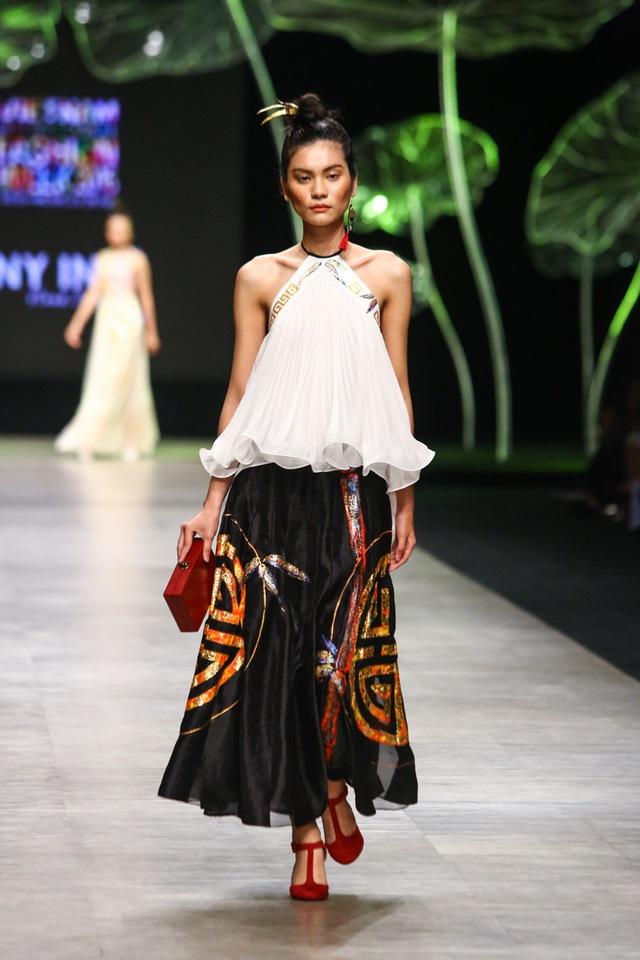 Tuần lễ thời trang quốc tế Việt Nam: Thổi hồn dân tộc vào thời trang cao cấp - Ảnh 5.