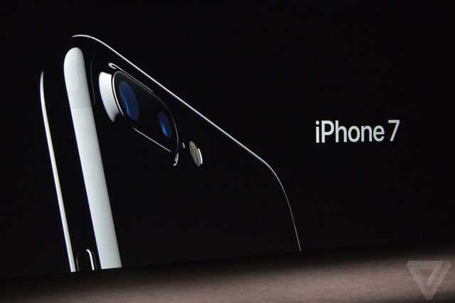 Chưa về Việt Nam, iPhone 7 xách tay có giá đặt trước từ 25 triệu đồng - Ảnh 1.