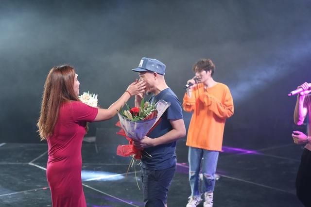Vietnam Idol: Nhạc sĩ Huy Tuấn đón sinh nhật cùng top 3 trước Gala 9 - Ảnh 4.
