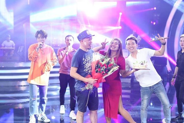 Vietnam Idol: Nhạc sĩ Huy Tuấn đón sinh nhật cùng top 3 trước Gala 9 - Ảnh 3.