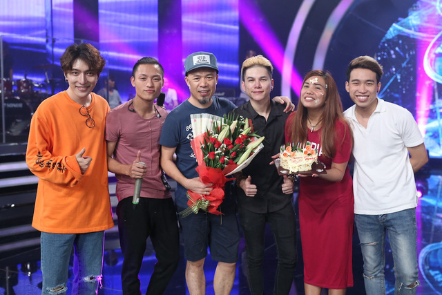 Vietnam Idol: Nhạc sĩ Huy Tuấn đón sinh nhật cùng top 3 trước Gala 9 - Ảnh 7.