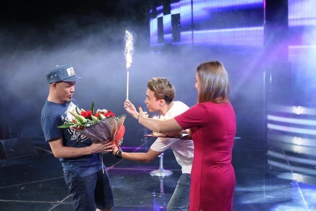 Vietnam Idol: Nhạc sĩ Huy Tuấn đón sinh nhật cùng top 3 trước Gala 9 - Ảnh 2.