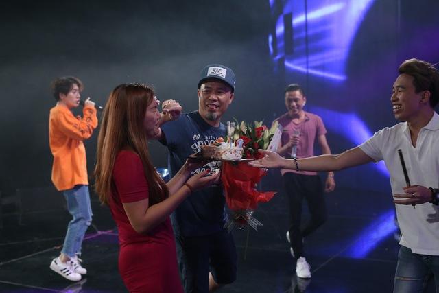Vietnam Idol: Nhạc sĩ Huy Tuấn đón sinh nhật cùng top 3 trước Gala 9 - Ảnh 5.