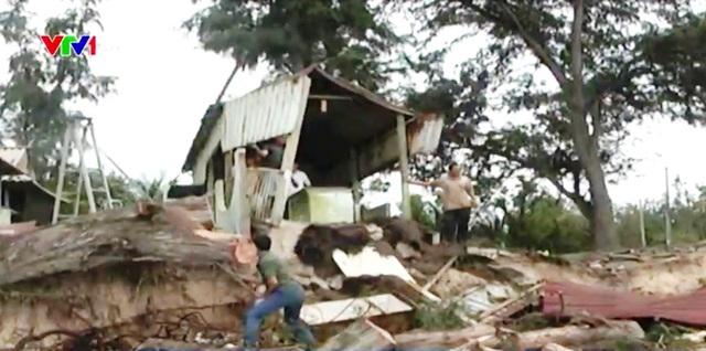 Triều cường làm sập 13 nhà dân tại Bình Thuận - Ảnh 1.