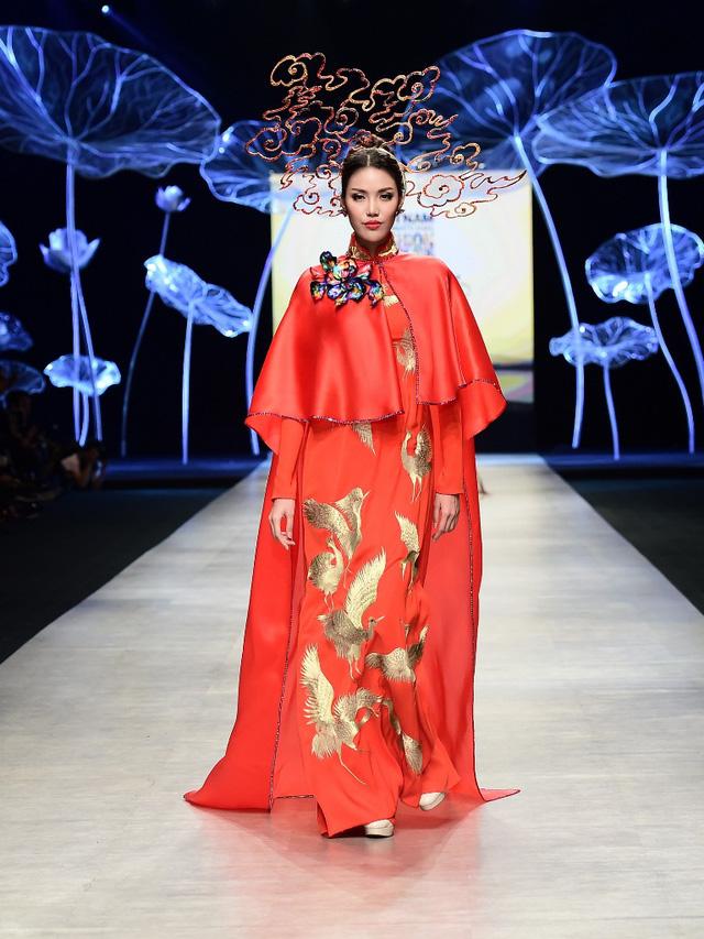 Tuần lễ thời trang quốc tế Việt Nam: Thổi hồn dân tộc vào thời trang cao cấp - Ảnh 3.