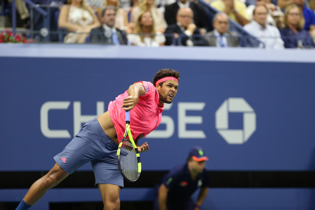 US Open 2016: Tsonga chấn thương, Djokovic nhẹ nhàng vào bán kết - Ảnh 2.