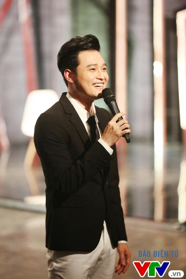 Muôn màu showbiz: Quang Vinh đãi fan Hà Nội với loạt hit cũ - Ảnh 1.