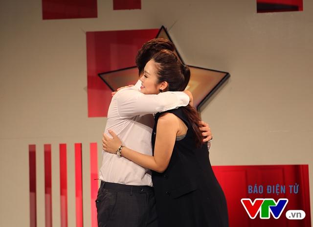 MC Thành Trung thổn thức trước cặp song Linh của Muôn màu Showbiz - Ảnh 3.