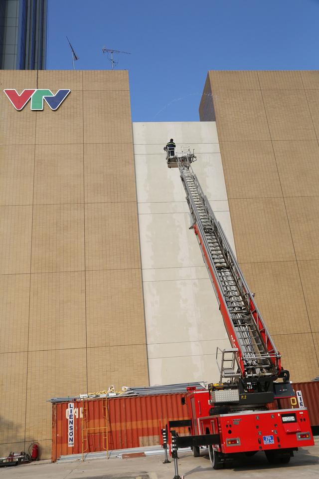 Đài Truyền hình Việt Nam diễn tập phòng cháy chữa cháy - Ảnh 3.