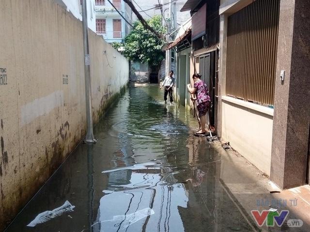 Nước ngập như sông giữa lòng Thủ đô sau 6 ngày bão qua - Ảnh 5.