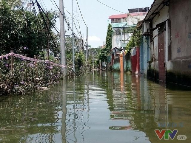 Nước ngập như sông giữa lòng Thủ đô sau 6 ngày bão qua - Ảnh 12.