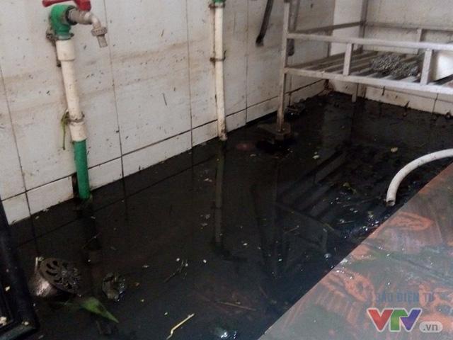 Nước ngập như sông giữa lòng Thủ đô sau 6 ngày bão qua - Ảnh 9.