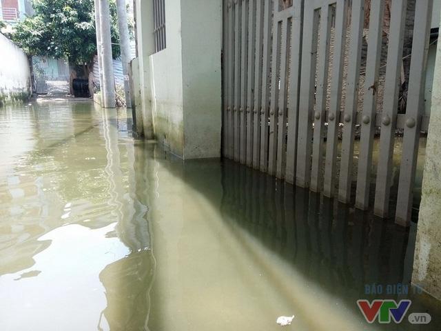 Nước ngập như sông giữa lòng Thủ đô sau 6 ngày bão qua - Ảnh 10.