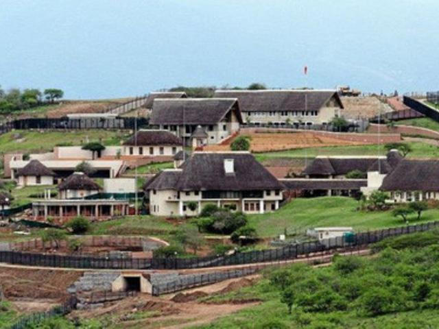 Tổng thống Nam Phi vướng nghi án tham nhũng - Ảnh 1.