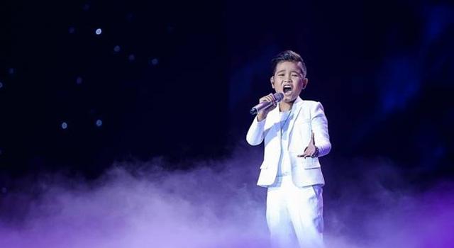 Giọng hát Việt nhí: Vừa vào vòng Liveshow, Đông Nhi lại khóc hết nước mắt vì học trò - Ảnh 4.