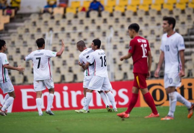 Thua đậm U16 Iran, U16 Việt Nam tạm biệt giấc mơ World Cup - Ảnh 2.