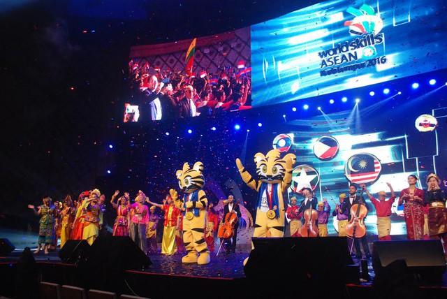 Lễ khai mạc Kỳ thi tay nghề ASEAN lần thứ XI ấn tượng và đặc sắc - Ảnh 1.