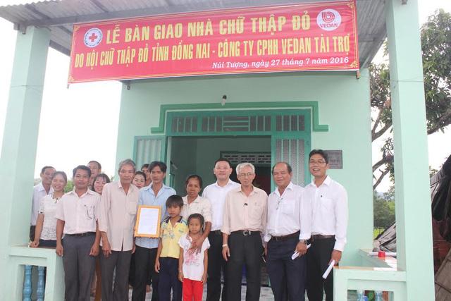 Trao tặng 25 nhà tình thương cho các hộ nghèo tại 4 tỉnh - Ảnh 2.