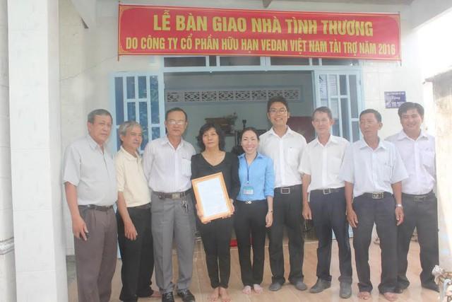 Trao tặng 25 nhà tình thương cho các hộ nghèo tại 4 tỉnh - Ảnh 3.