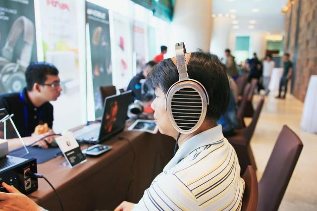 """Nghe nhạc """"đã tai"""" tại Portable Audio Show Hà Nội 2016 - Ảnh 1."""