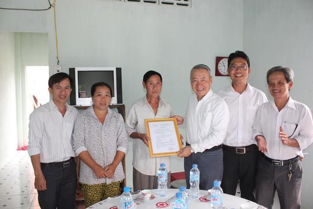 Trao tặng 25 nhà tình thương cho các hộ nghèo tại 4 tỉnh - Ảnh 4.