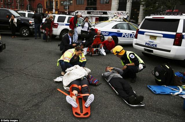 Tai nạn tàu hỏa tại Mỹ: 3 người vẫn nguy kịch - Ảnh 12.