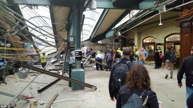 Tai nạn tàu hỏa tại Mỹ: 3 người vẫn nguy kịch - Ảnh 3.