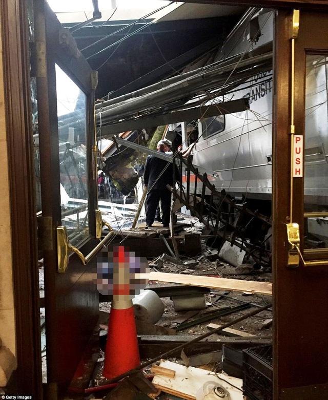Tai nạn tàu hỏa tại Mỹ: 3 người vẫn nguy kịch - Ảnh 5.