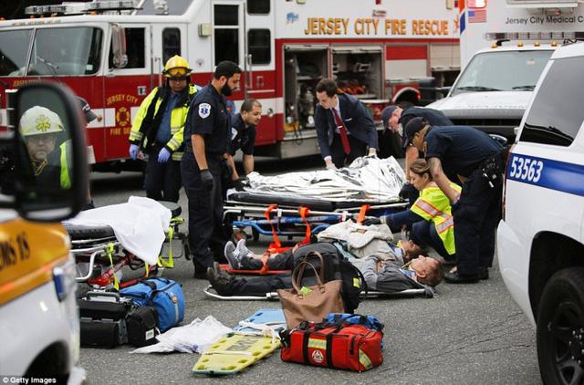 Tai nạn tàu hỏa tại Mỹ: 3 người vẫn nguy kịch - Ảnh 11.