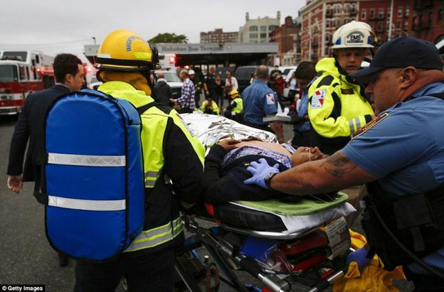 Tai nạn tàu hỏa tại Mỹ: 3 người vẫn nguy kịch - Ảnh 9.