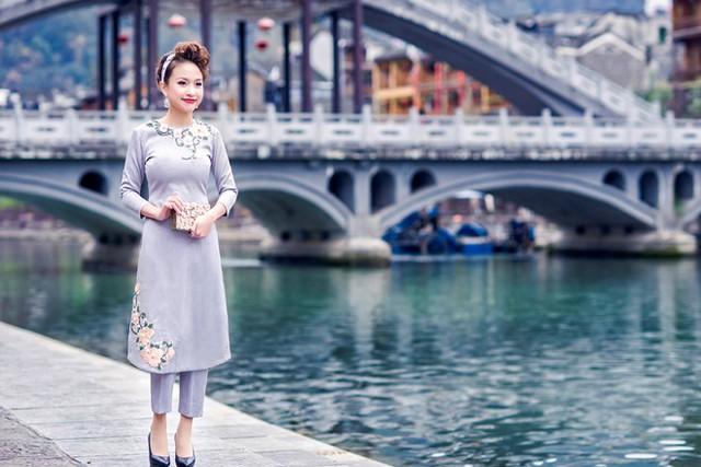 Vân Hugo đẹp ngỡ ngàng tại Trung Quốc - Ảnh 2.