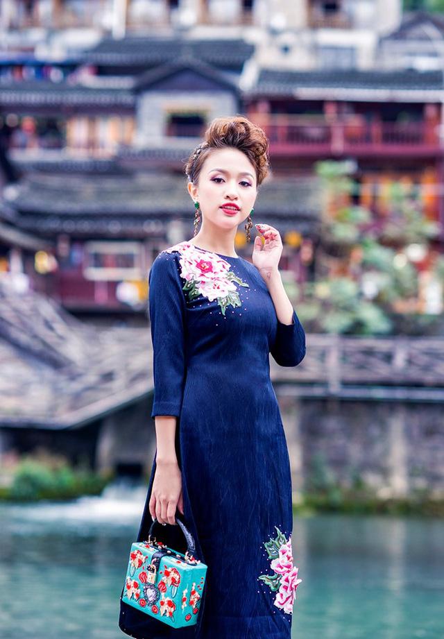Vân Hugo đẹp ngỡ ngàng tại Trung Quốc - Ảnh 4.