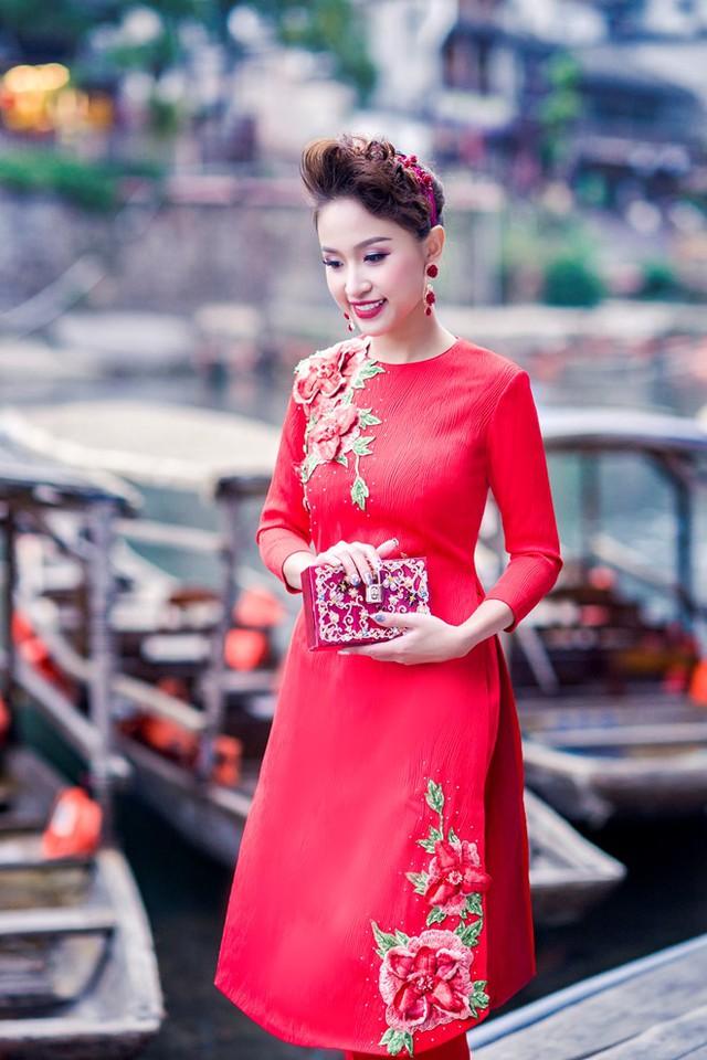 Vân Hugo đẹp ngỡ ngàng tại Trung Quốc - Ảnh 6.