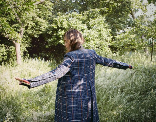 Victoria Beckham và những hình ảnh ấn tượng trên The Edit - Ảnh 1.