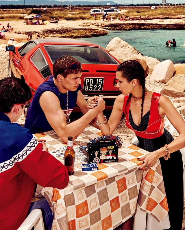Bella Hadid khoe dáng cá tính bên trai đẹp - Ảnh 2.